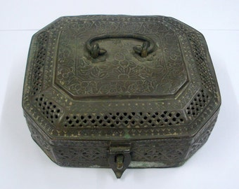 Ancient Antique Collectible Pan Dan Betel Nut Box brass box 1850s