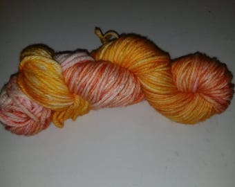 "Cat, a hand-dyed superwash merino wool bulky weight yarn. 137yds/100gms/hank.  3-3.75st=1"" on #10-11 needles."