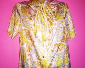 1960s Yellow Flower Print Tie Collar Blouse Size Small/Medium