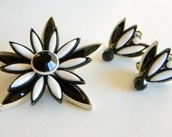 Vintage Black White Lucite White Enamel Flower Pin Brooch Matching Clip Earring Set Demi Parure