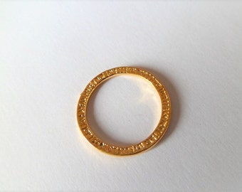 Round hammered golden rings