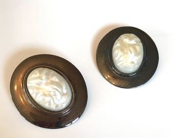 vintage large round earrings - RAW PEARL fuax pearl metal earrings