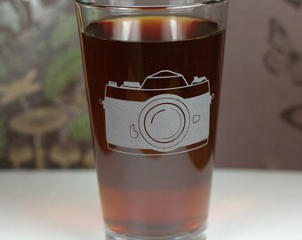 Old School 35mm Camera Etched Sandblasted Pint Glass