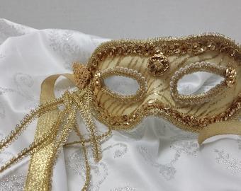 Gold glittered striped mask