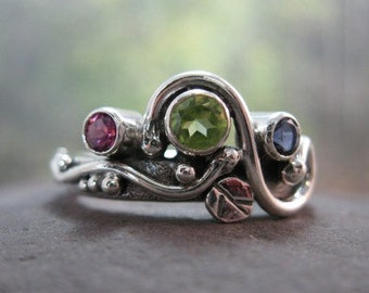 unique mothers ring. sterling silver with natural peridot, pink tourmaline, iolite . (( Wild Garden Mothers Ring )) . READY TO SHIP sz 8