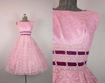 1950's Pink Lace Party Dress with Velvet Waistband / Size XSmall