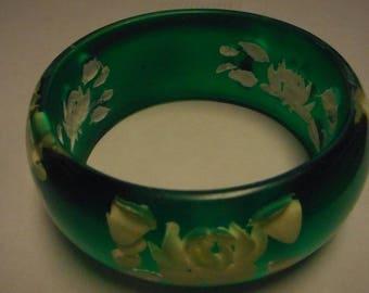 FANTASTIC REVERSE CARVED lucite bracelet green