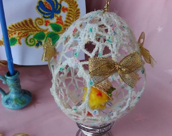 Lace Easter Egg With Little Chick
