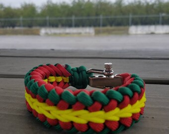 Custom Paracord Bracelet,with or without survival buckle.
