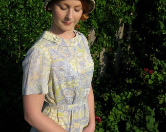 "1960s Lightweight Pastel Paisley Dress - Large 40"""