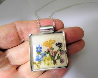 Garden,  Pressed Flower Square  Pendant, Lisa Pavleka Setting, Resin, Pressed Flower Jewelry(3102)