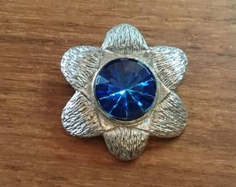 vintage blue Glass brooch silver tone Brooch                                                                                              .