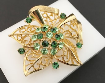 Lisner Rhinestone Brooch, Vintage Jewelry, Rhinestone Jewelry, Light and Dark Green Stones, Filigree Bow Brooch, Large Star, Green and Gold