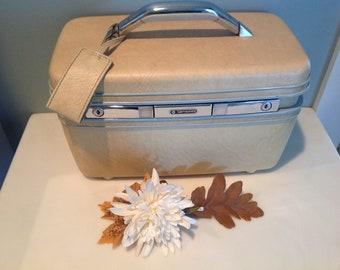 Samsonite Cream Beige Train Makeup Case with Tilt Mirror and Tray