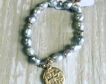 Gray pearls and gold bracelet