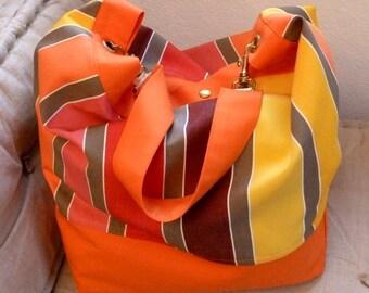Sac bandoulière en toile rayée fond orange ou à fleurs. En grosse toile lavable