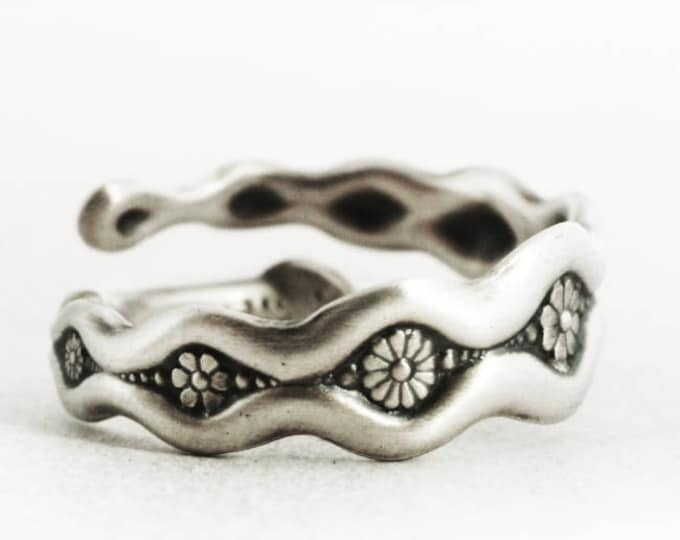 Daisy Ring, Small Spoon Ring, Sterling Silver Spoon Ring, Antique Whiting, Daisy Chain Gift, Silver Flower Ring, Adjustable Ring Size (6721)