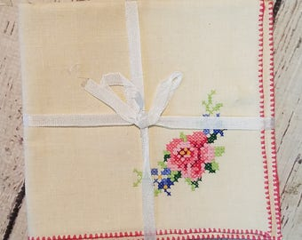 Vintage Embroidered Table Napkins ~Set of 4~ Never Used