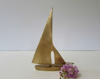 Vintage Brass Sailboat figurine - Brass Sculpture - Brass Sailboat Paperweight -