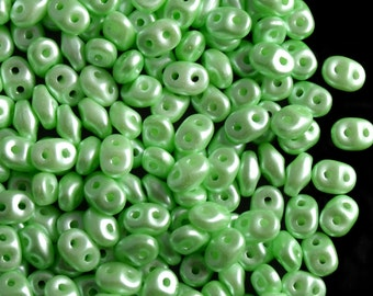 20 gr Czech Glass Two-Hole Seed Beads SuperDuo 2.5x5mm Pastel Light Chrysolite (rk5023)