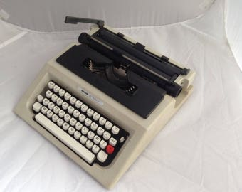 Vintage Portable Typewriter Olivetti Lettera 41 Typewriter Free European Shipping  Boxed Typewriter LAY BY AVAILABLE ( Ref No. A340)