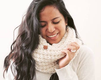 Chunky Knit Infinty Scarf // Warm Winter Scarf // Knitted Accessories // Gifts for Men // Gifts for Women // KHAI in Starlight
