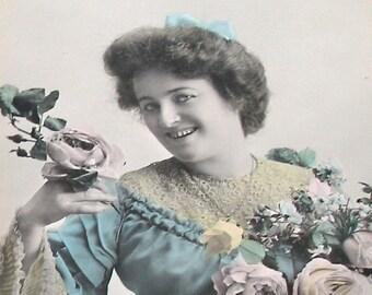 des années 1900 Français carte postale, Dame en robe bleue, carte postale CPPR.