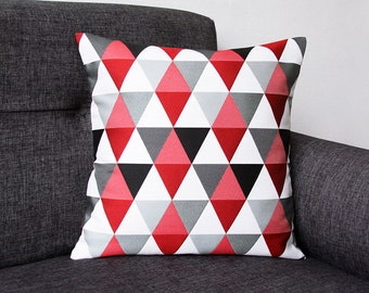 Model TRIANGLE ROUGE - Cushion cover (pillow, geometric/graphic design, scandinave style)