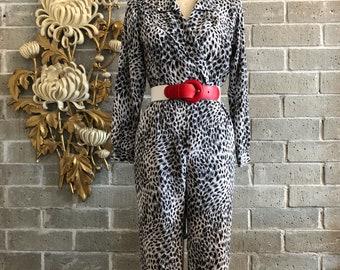 Vintage jumpsuit 1980s jumpsuit animal print black-and-white size medium 1980s pantsuit vintage pantsuit long sleeve jumpsuit 27 waist