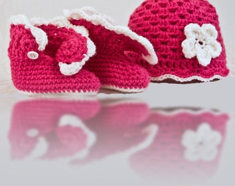 Handmade Baby girl crochet boots and beanie, infant booties, baby girl beanie, newborn-12 months