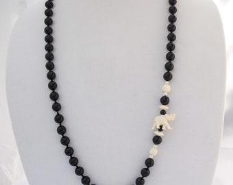 Onyx Perlenkette, geschnitzte Knochen Elefant Perlen, schwarzer Onyx, von Hand geknotete Perlenkette ohne Verschluss, Stein und Knochen Schmuck