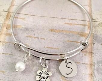 Flower Girl bracelet, personalized junior bridesmaids gift, initial charm bracelet, flower charm bracelet, little girl jewelry