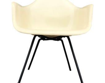 Early herman miller eames zenith plastics fiberglass armchair