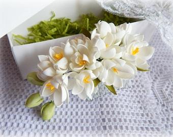 White wedding flower hair comb White bridal headpiece Floral hair piece Wedding head piece Bridesmaid hair comb Bridal flower hair clip