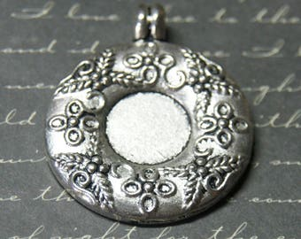 Large round Medallion silver 36x64mm