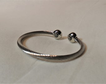 A Stainless Steel Magnetic Bangle