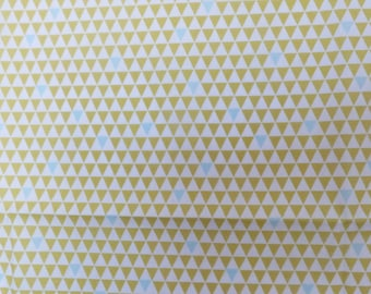 COUPON OF WHITE WITH SMALL TRIANGLES FABRIC GREEN AND MUSTARD