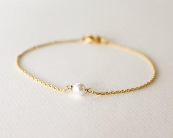 pearl bracelet - minimal