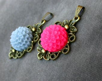 set of 2 solid brass and beaded flowers medallions resin glue ro