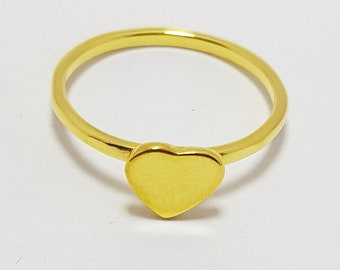 Silver ring with golden heart-shaped bath.