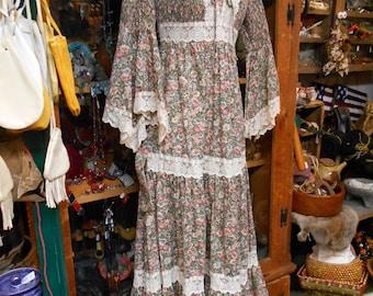 Candi Jones Vintage Prairie Dress