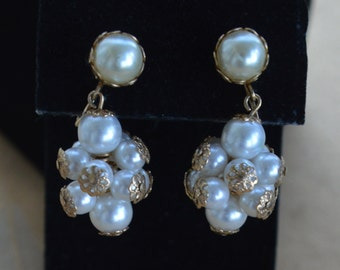 Pretty Vintage Faux Pearl Cluster Dangle Clip Earrings, Gold tone (L3)