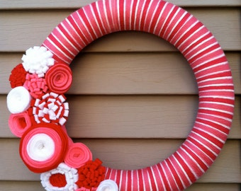 Valentine's Day Wreath - PInk, Red, & White Yarn Wreath w/ Felt Flowers.  Valentine Wreath - Yarn Wreath - Valentine's Day Decoration