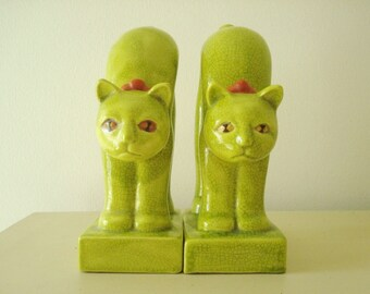 Lime green cat bookends, Egyptian ceramic cat figurines, vintage mid-century modern, made in Japan, stylized Oriental chartreuse cat statues
