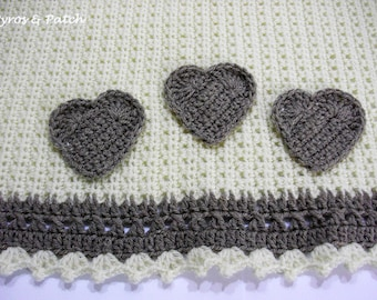 Blanket for pet ,dog and cat, crochet and applied hearts - Coperta per cani e gatti lavorata all'uncinetto con cuori applicati