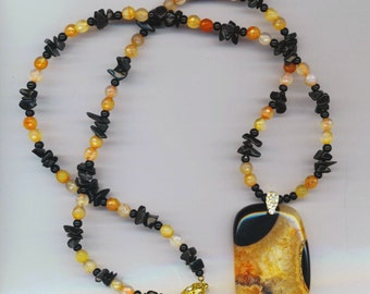 Onyx & Druzy Agate Necklace . Orange and White Faceted Agate Gemstone Beads. Black Gemstone Chips - Beaded Necklace by enchantedbeas on Etsy