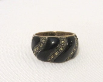 Vintage Sterling Silver Inlay Black Oynx & Marcasite Dome Ring Size 9