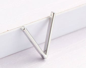 x 1 connector 20 mm silver plated triangle pendant.