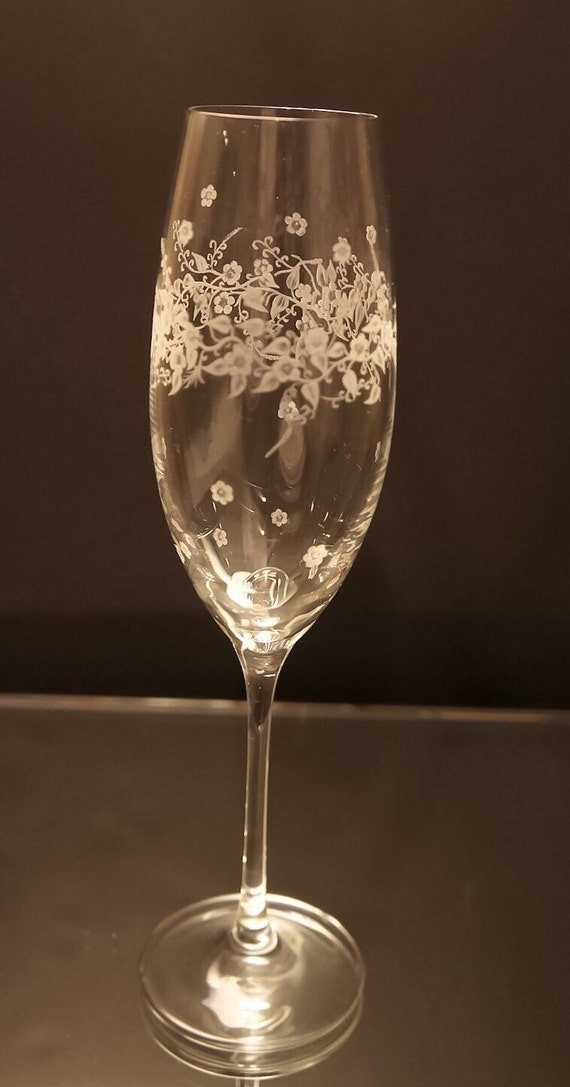 Flowers on Bubbly, clear champagne flute wedding, mothers day, pair, handengraved, bridal gifts, flutes, personalized, bespoke, valentines