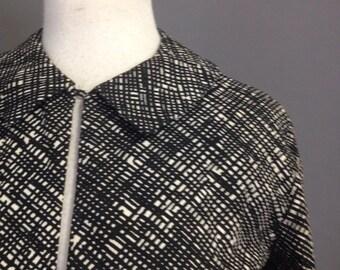 1950s Crop jacket / Black White Texture Print / Cotton Bolero / M